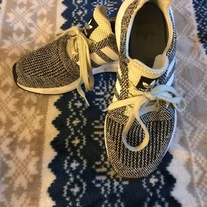 Women's size 5 Adidas Sneakers